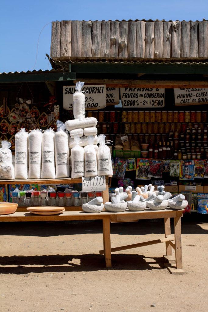Sal empacada, puestos de venta en Cáhuil.